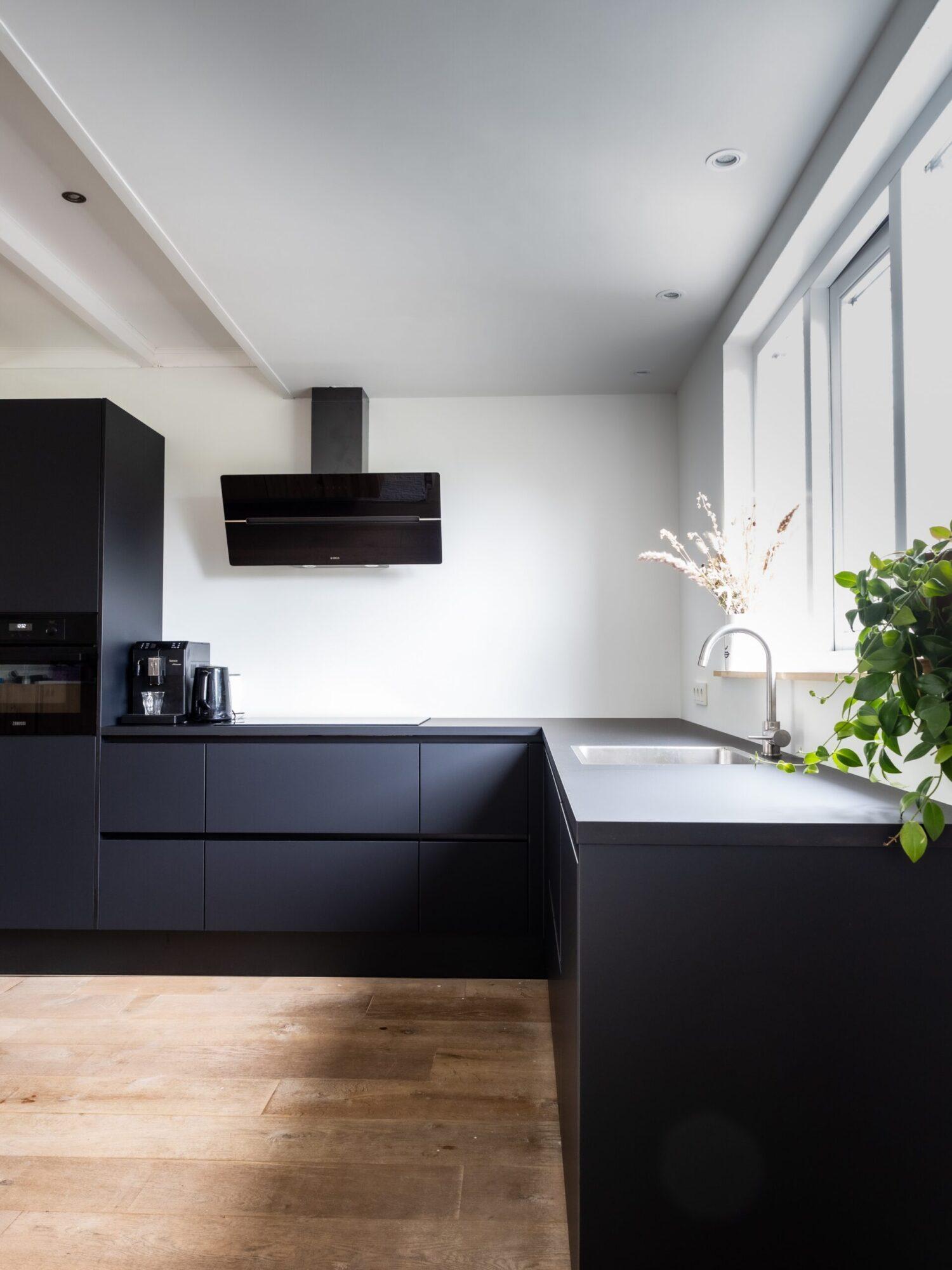 Black kitchen inspiration appliances black friday discount cheap fridge dishwasher microwave soundbar tv